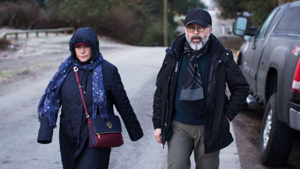 Foto: Dos ciudadanos turcos cruzan irregularmente a Canadá desde Estados Unidos para pedir asilo político, el pasado 25 de febrero de 2017 (Reuters)