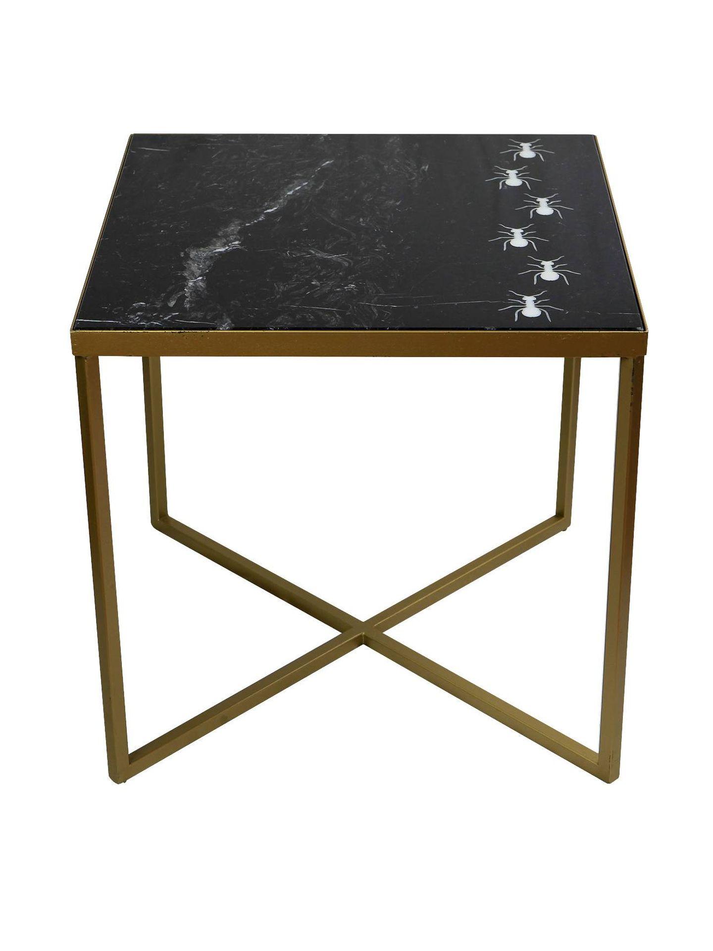 Mesas de apoyo realizada con mármol y metal de Indima.