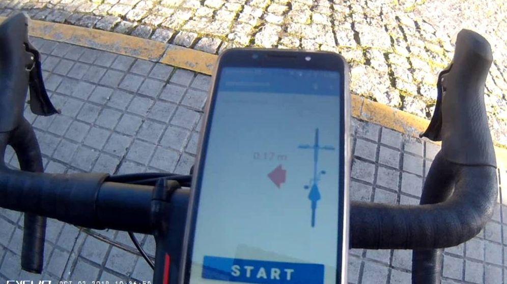 Foto: Bicicleta con la aplicación Bike-Distance incorporada para medir la distancia entre vehículos y ciclistas. (Carlos Moure)