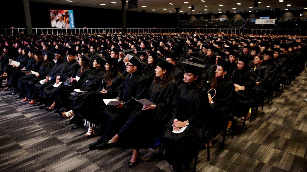 Foto: Mil estudiantes se gradúan en la Universidad Internacional de La Rioja (UNIR). (EFE)