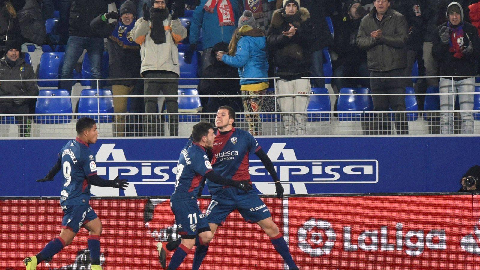 Foto: Jugadores del Huesca celebran un gol. (EFE)