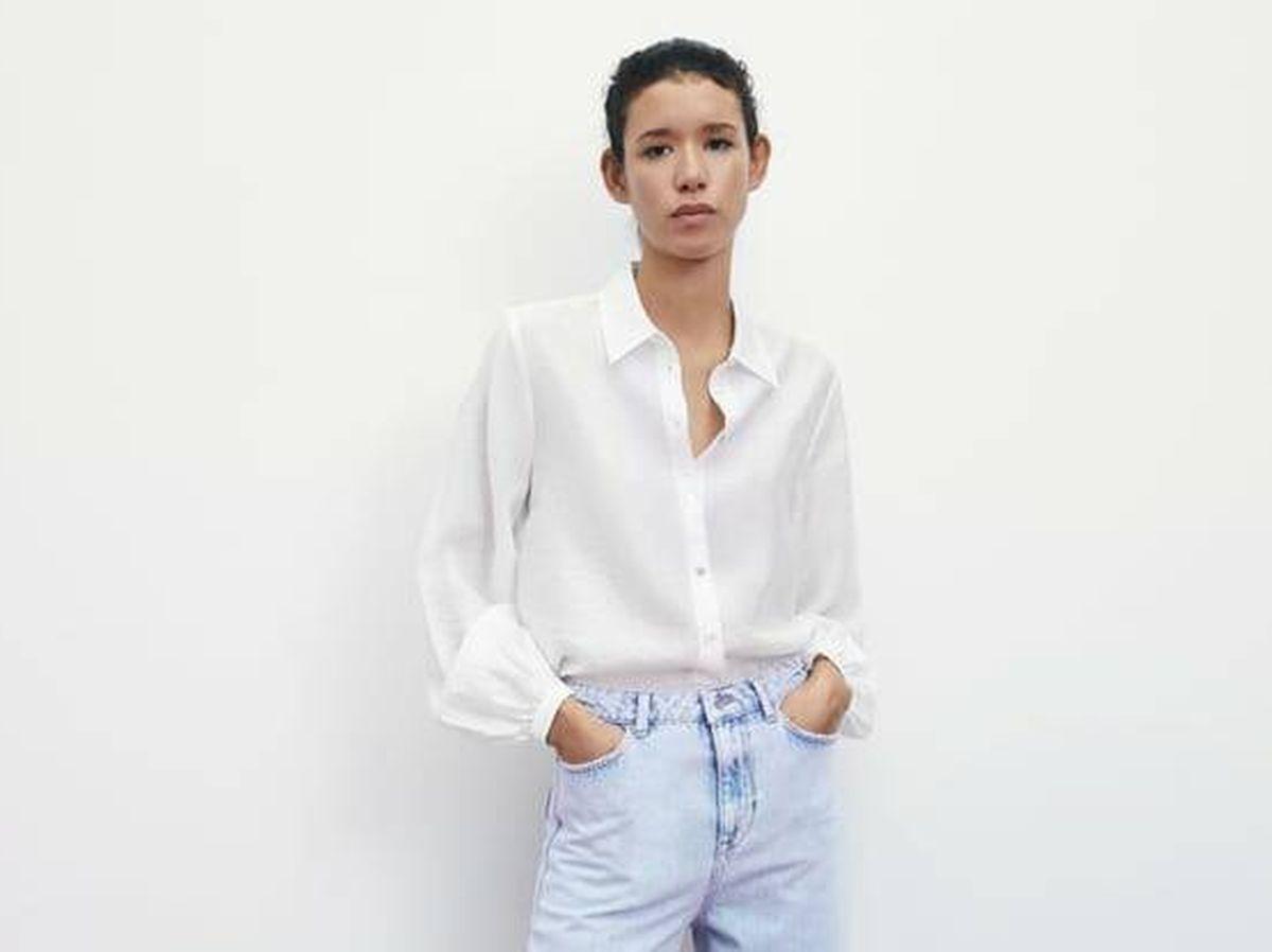 Foto: Camisa blanca de Zara para triunfar todos los días. (Cortesía)