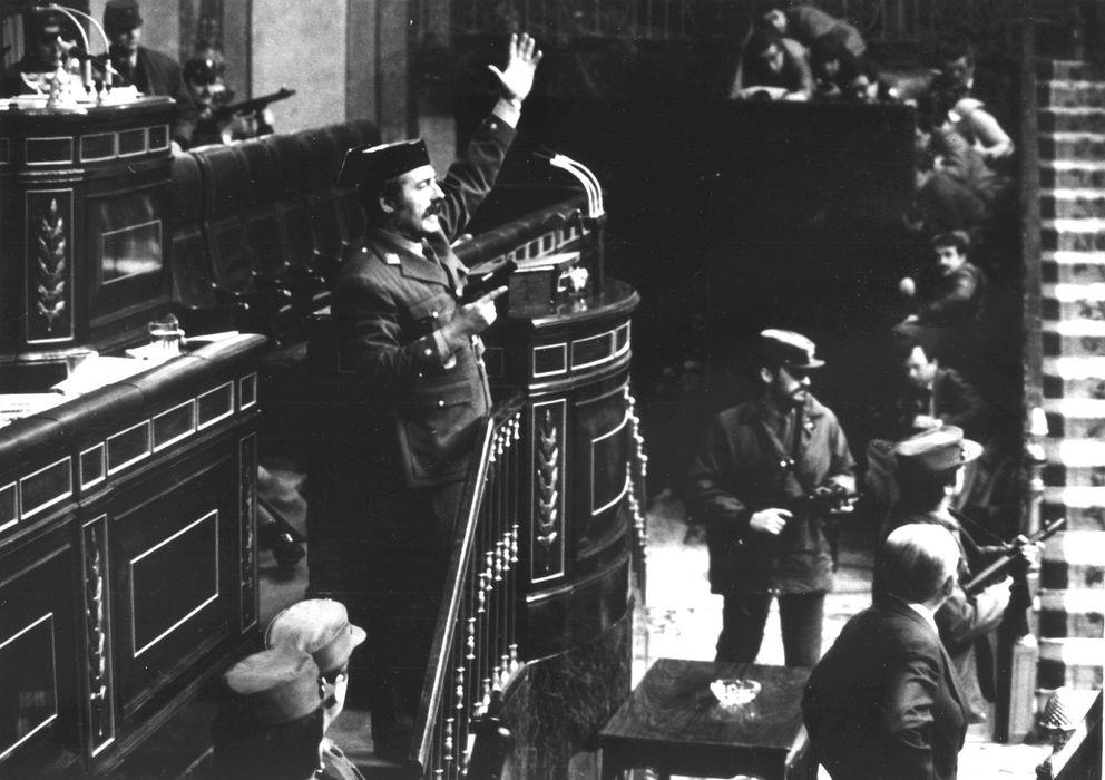 Foto: El teniente coronel Antonio Tejero en el Congreso el 23-F de 1981. (Reuters)