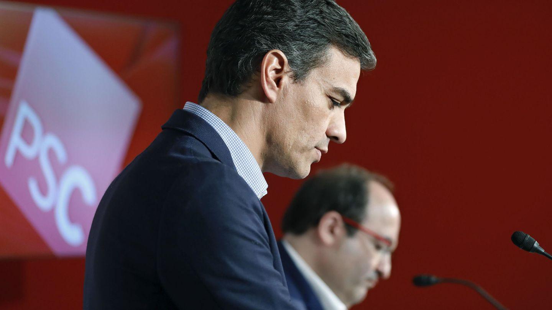 El secretario general del PSOE, Pedro Sánchez (i), y el primer secretario del PSC, Miquel Iceta (d). (EFE)