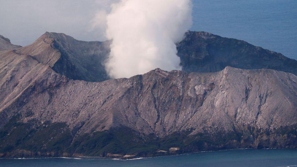 Foto: La erupción del Whakaari, en la isla del mismo nombre, el pasado día 12. (Reuters)