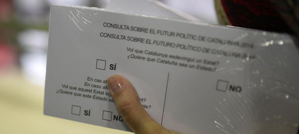 Foto: Papeletas para la consulta de hoy en Cataluña. (AP)