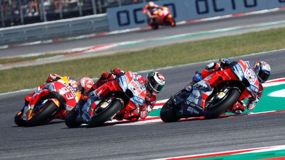 Foto: Dovizioso, Lorenzo y Márquez durante el pasado Gran Premio de San Marino. (Reuters)
