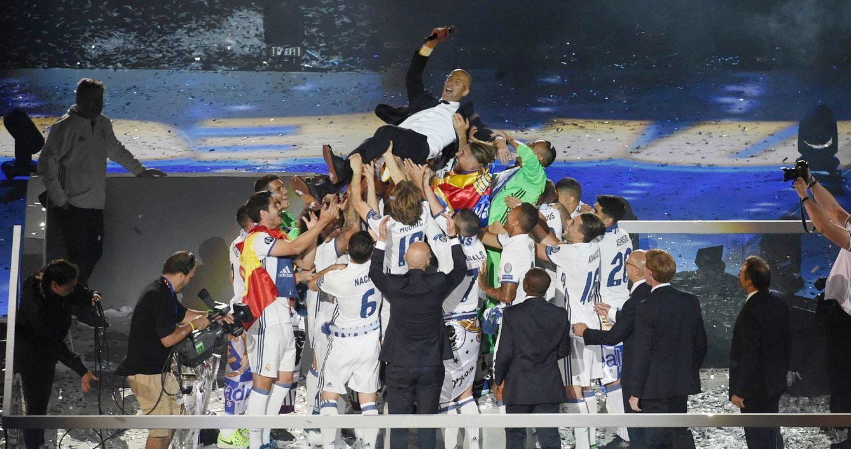 Foto: Zinedine Zidane, este domingo en la fiesta del Bernabéu. (AFP)