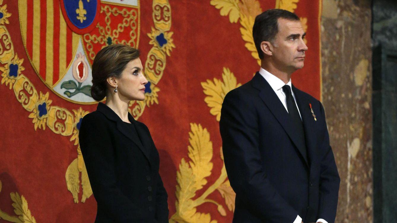 Foto: Los cuatro Reyes presiden la misa funeral por el infante Don Carlos de Borbón Dos Sicilias