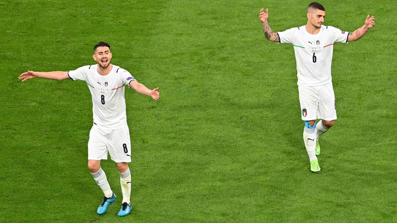 Jorginho y Verratti, durante los cuartos de final. (Reuters)