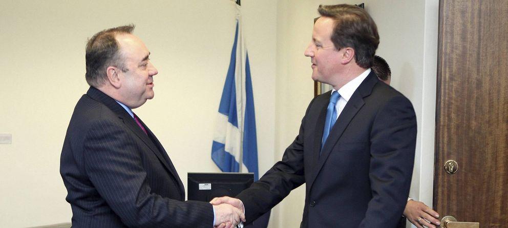 Foto: El primer ministro escocés, Alex Salmond (i), junto al primer ministro británico, David Cameron (EFE)