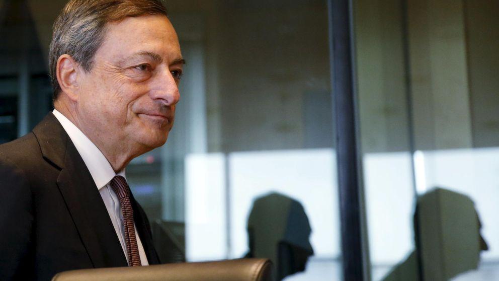Draghi mantiene conectada a Grecia con el euro, pero le aprieta la financiación