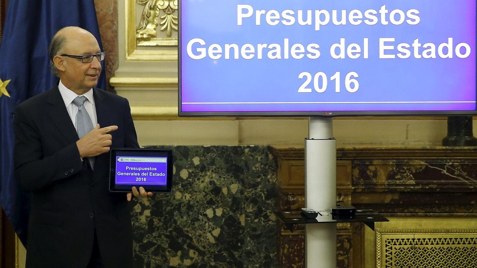 Foto: El ministro de Hacienda, Cristóbal Montoro, presenta los Presupuestos Generales del Estado 2016 (EFE)