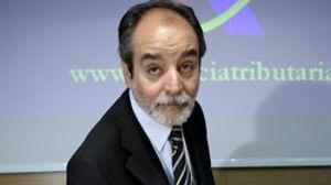 Zapatero mete la tijera en la Agencia Tributaria: cae Luis Pedroche