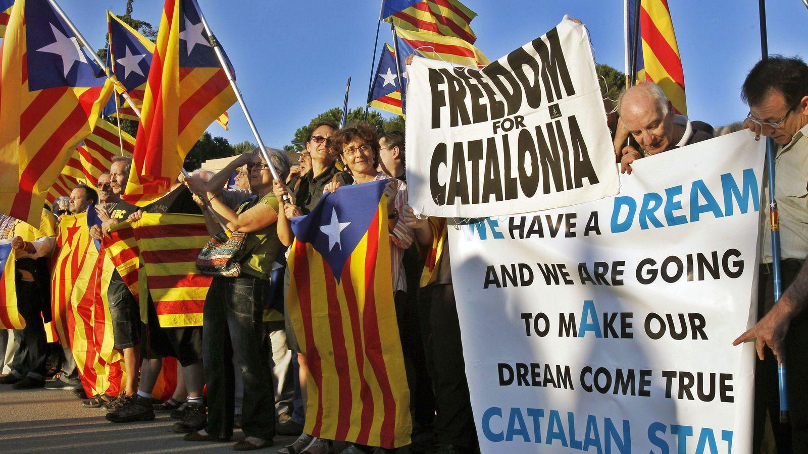 Foto: Partidarios de la independencia catalana, en Barcelona. (EFE)