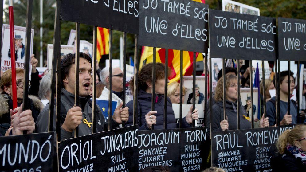 Foto: Manifestacion en Barcelona por la liberación de los 'Jordis'. (EFE)
