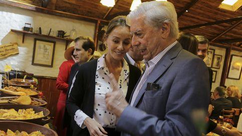 Isabel Preysler le canta el 'Cumpleaños feliz' a Vargas Llosa