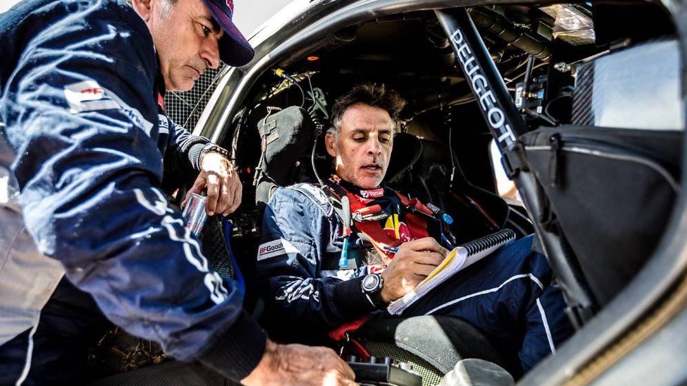 Foto: Carlos Sainz junto a su copiloto, Lucas Cruz, en un entrenamiento.