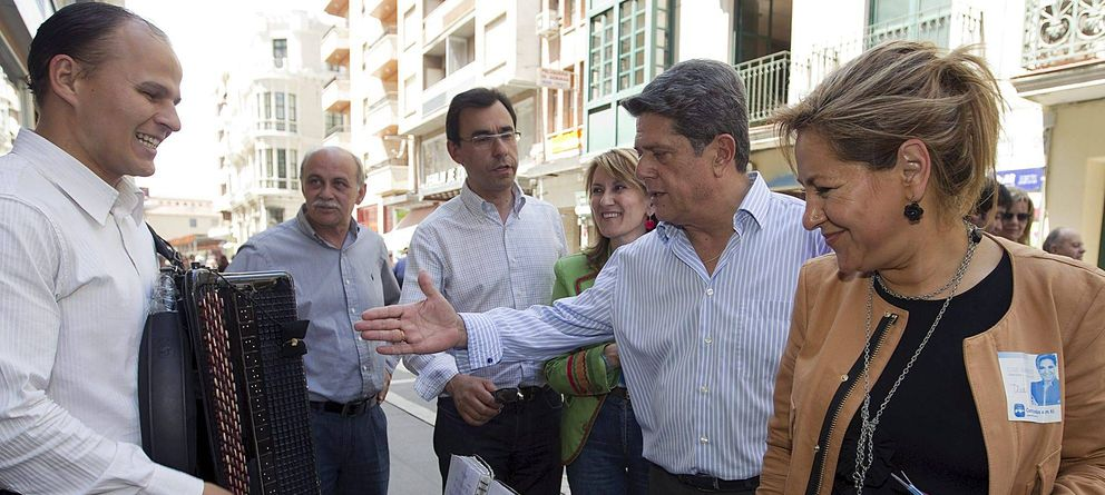 Foto: Rosa Valdeón junto a Federico Trillo (EFE).