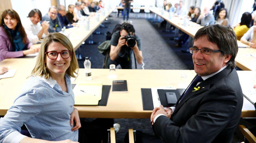 Foto: Elsa Artadi y Carles Puigdemont en una reunión en Berlín. (Reuters)