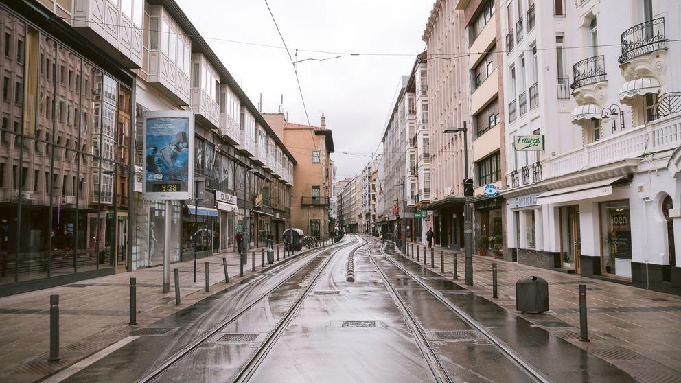 Vitoria: tiendas y bares vacíos, órdenes de encierro personal y un hospital al límite