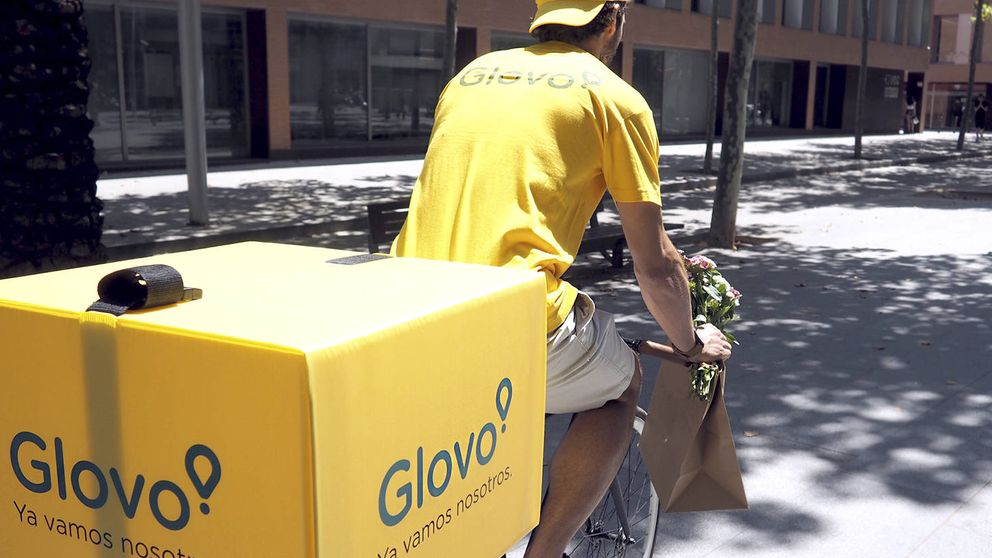 La ley anti-falsos autónomos contra Glovo: obligan a contratar a 200 'riders' en Valencia