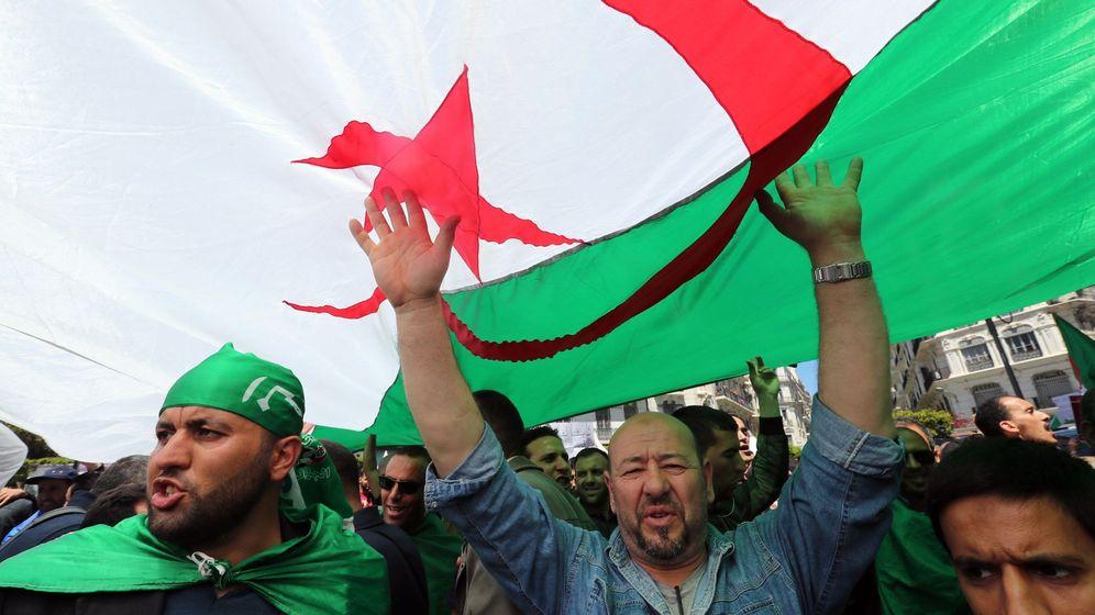 Foto: Manifestación el 1 de mayo en Argelia. (EFE)