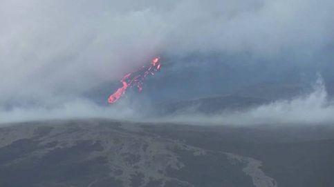 Brutal erupción de un volcán de Isla Reunión