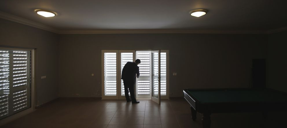 Foto: Un gran número de españoles viven solas en viviendas con más de tres habitaciones. (Reuters/Rafael Marchante)
