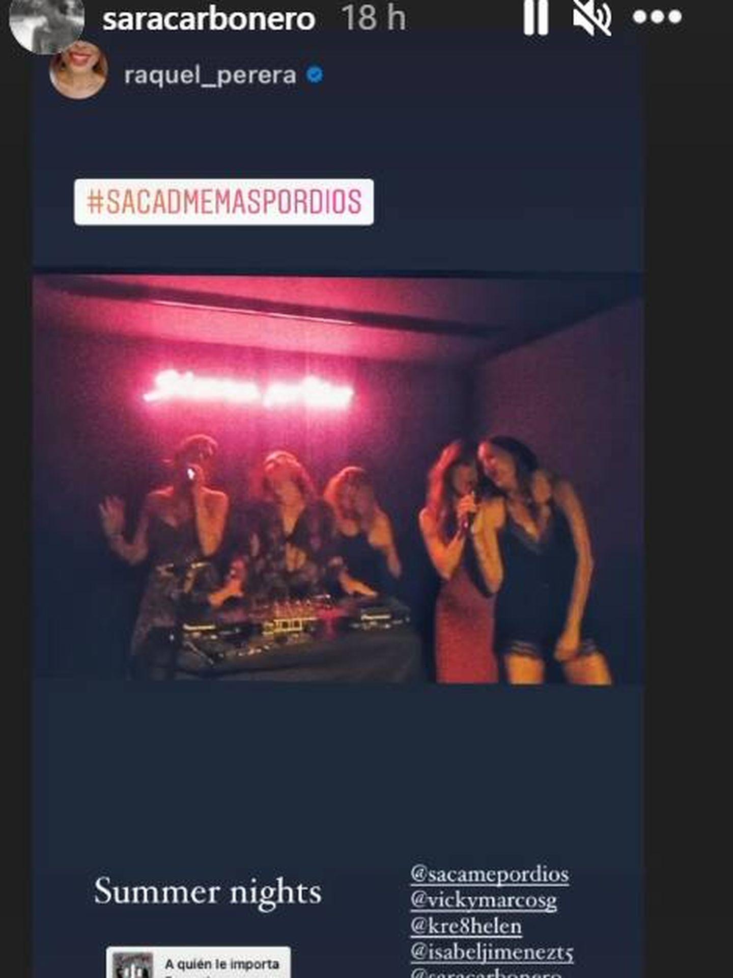 Sara Carbonero con sus amigas en el karaoke. (IG)