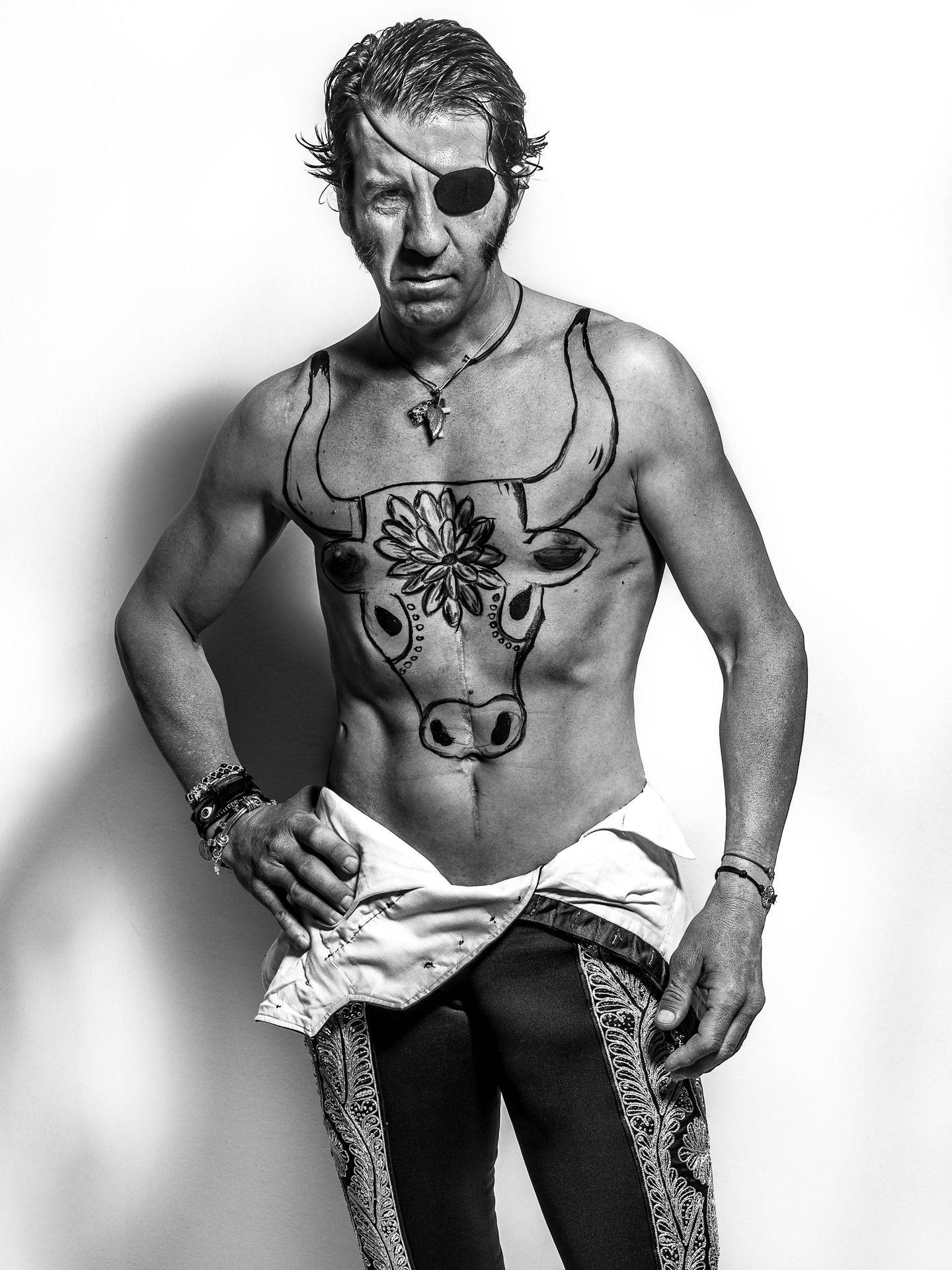 El diestro, con el pecho tatuado. (Foto: Juanrra Lozano)