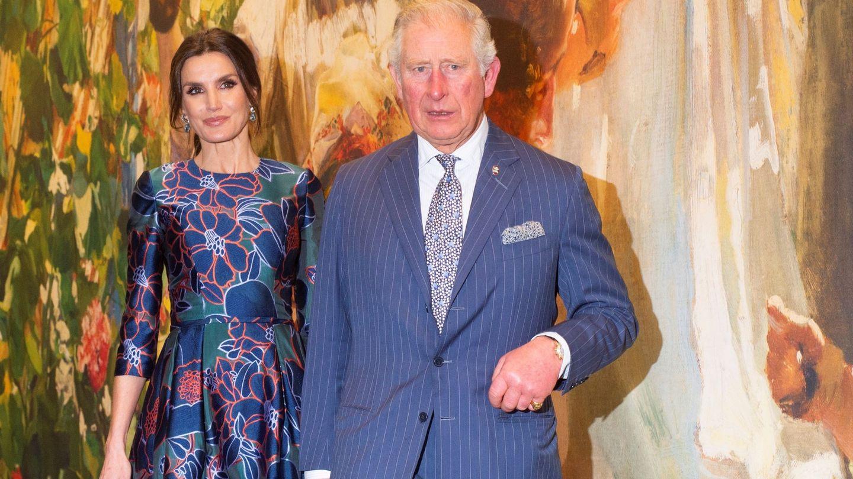 El príncipe Carlos de Inglaterra, junto a la reina Letizia. (EFE)