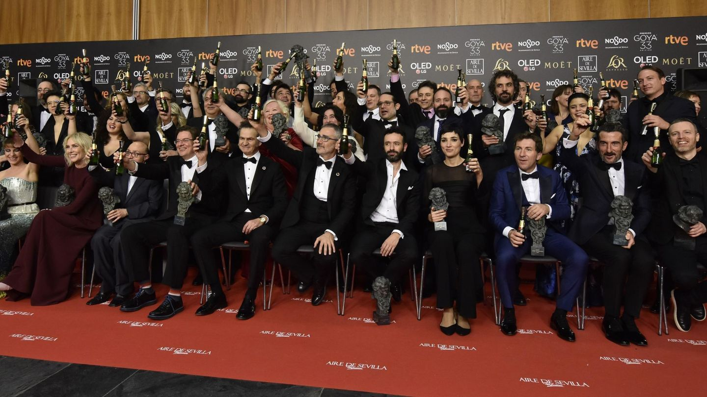 Foto grupal de los ganadores tras la ceremonia. (EFE)
