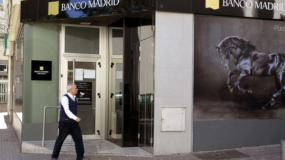 Foto: Imagen de archivo de la fachada de una de las sedes de Banco Madrid. (EFE)