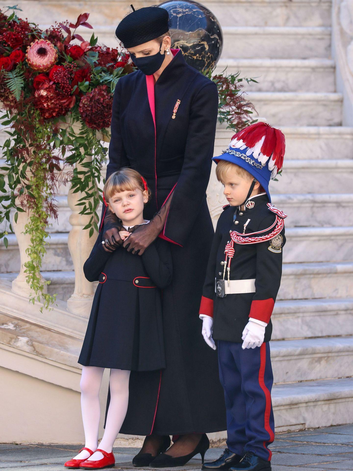 Charlène y sus hijos, los príncipes Jacques y Gabriella. (EFE)