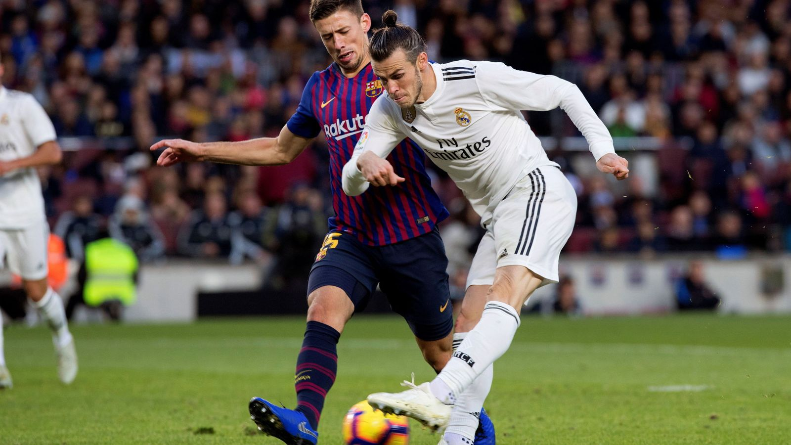 Foto: FC Barcelona y Real Madrid siguen ingresando más que nadie por derechos de televisión. (EFE)