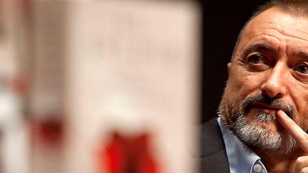 Foto: Arturo Pérez-Reverte paga los 200.000 euros de su condena por plagio