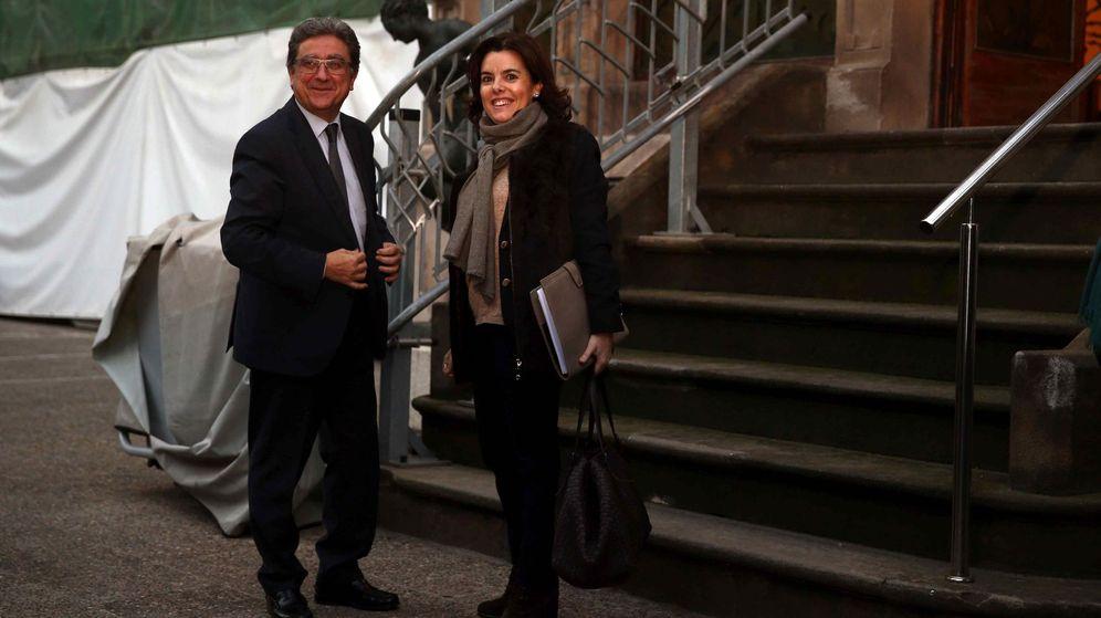 Foto: El delegado del Gobierno en Cataluña, Enric Millo, y la vicepresidenta del Gobierno, Soraya Sáenz de Santamaría. (EFE)
