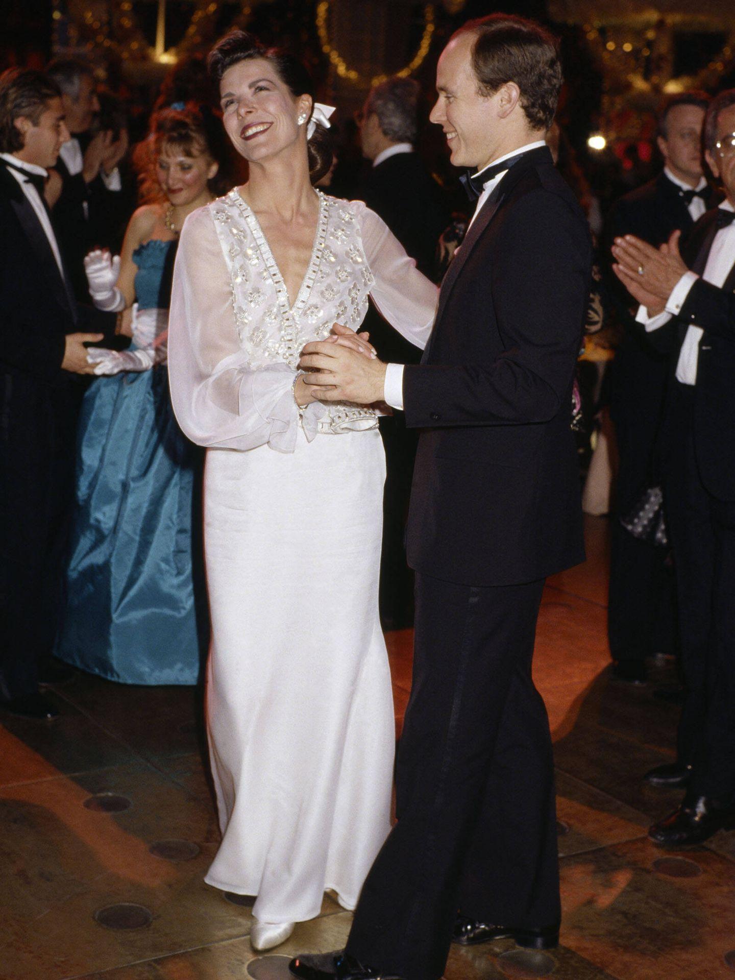 Carolina de Mónaco, en el Baile de la Rosa de 1989. (Getty)