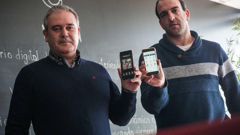 Foto: Javier Torres (izq.) y Juan Manuel Jimenez (dcha.) desarrollaron la aplicación en la que dicen que se basa AlertCops. (Carmen Castellón)
