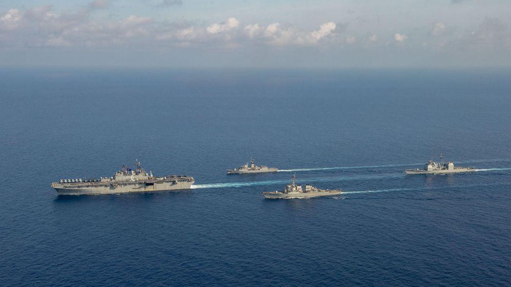 Foto: Barcos estadounidenses y australianos realizan maniobras en el Mar del Sur de China. (Reuters)