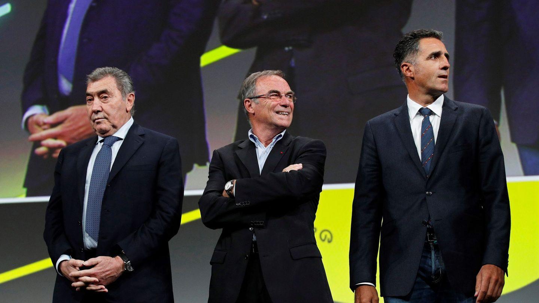 Bernard Hinault, en el centro de la imagen, en una imagen del 2018. (Efe)