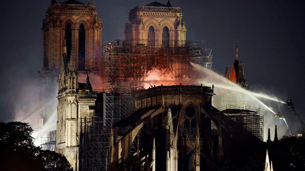 Foto: Incendio de Notre Dame, símbolo de París y del gótico (EFE)