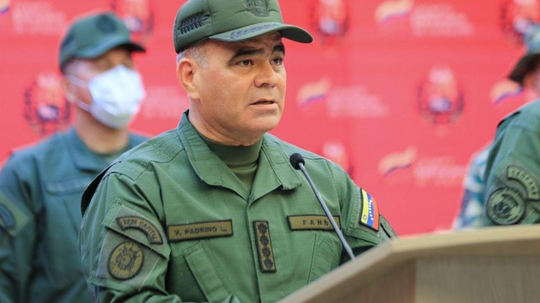 Vladimir Padrino López el día que leyó el comunicado sobre el secuestro de los militares el 23 de abril. (EFE)
