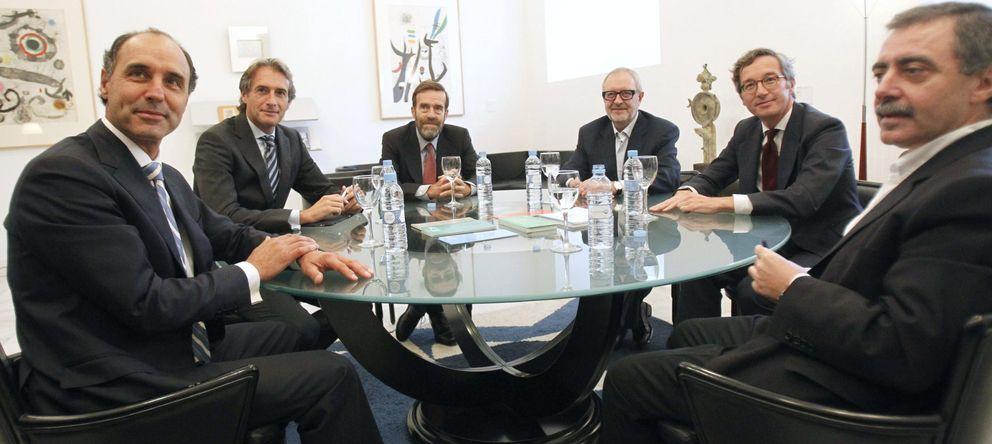 Foto: Reunión de todas las partes, de izquierda a derecha: Diego, De la Serna, De la Dehesa, Lafuente, Lassalle y Borja-Villel. (EFE)