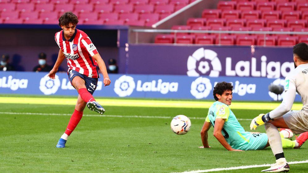 Foto: João Félix anota el tercero gol del Atlético. (Reuters)
