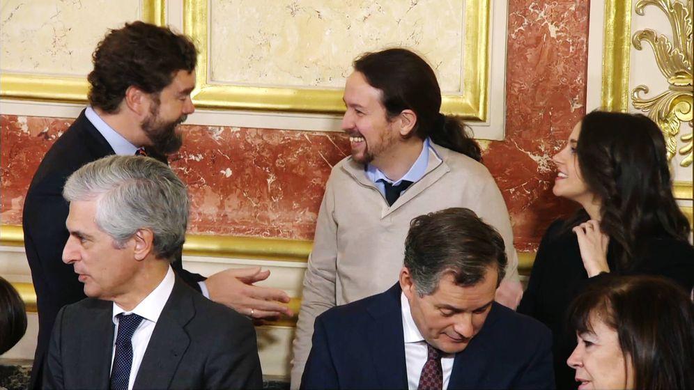 Foto: Espinosa de los Monteros, Pablo Iglesias e Inés Arrimadas bromean recientemente en el Congreso de los Diputados.