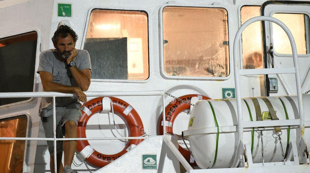 Foto: Óscar Camps, a bordo del Open Arms. (Reuters)
