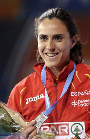 La 'extranjera' Fernández demuestra el mal ambiente regresando en otro avión