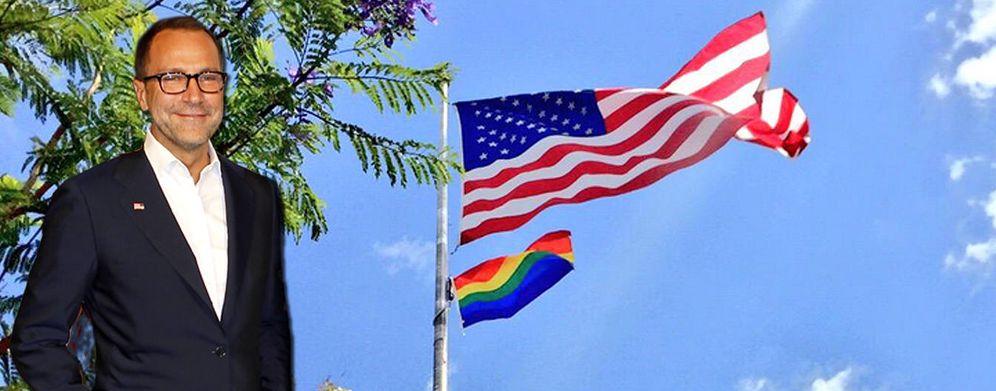 Foto: La bandera gay ondea en la residencia americana